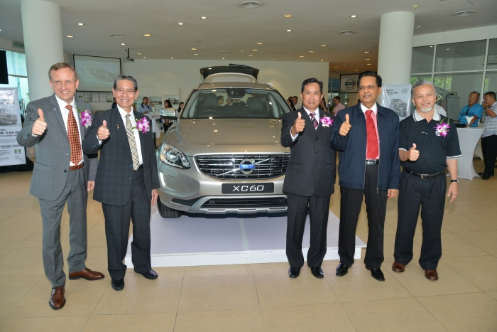 Unveiling for the Volv XC60 |  (from left to right) Mr. Keith Schafer, Tan Sri Dsp Hj. Ampong Hj Puyon Angkatan Hebat Sdn Bhd Chairman, Datuk Dr Ajaz Ahmad Bin Nabin Angkatan Hebat Sdn Bhd Deputy Executive Chairman, Mr Mohamad Nor Bin Tahir Angkatan Hebat Sdn Bhd Executive Director, Tuan Haji Syed Husin Bin Habib Omar Angkatan Hebat Sdn Bhd Chief Operating Officer