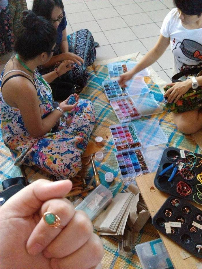 Admiring a ring made by my friend, Haizum of Bikin. That's my sister (in her printed skirt) choosing the perfect stone for her personalized ring by Haizum (in the beautiful colourful dress which she made herself!).